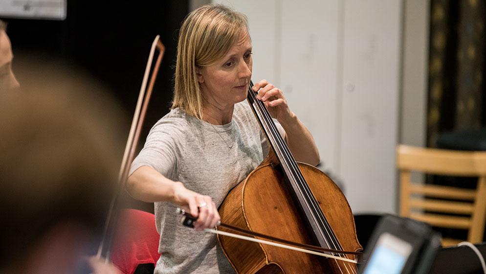 Photo of ACO Cellist Melissa Barnard