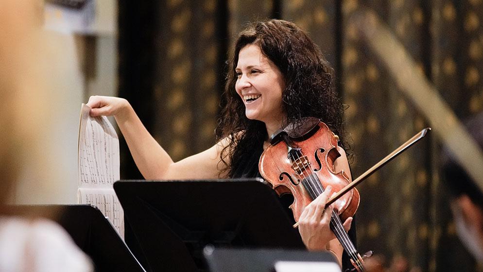 Lorenza Borrani rehearsing with the ACO